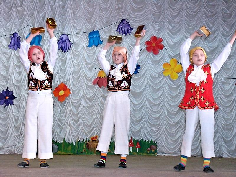 """Детский театр песни """"Веселинка"""""""