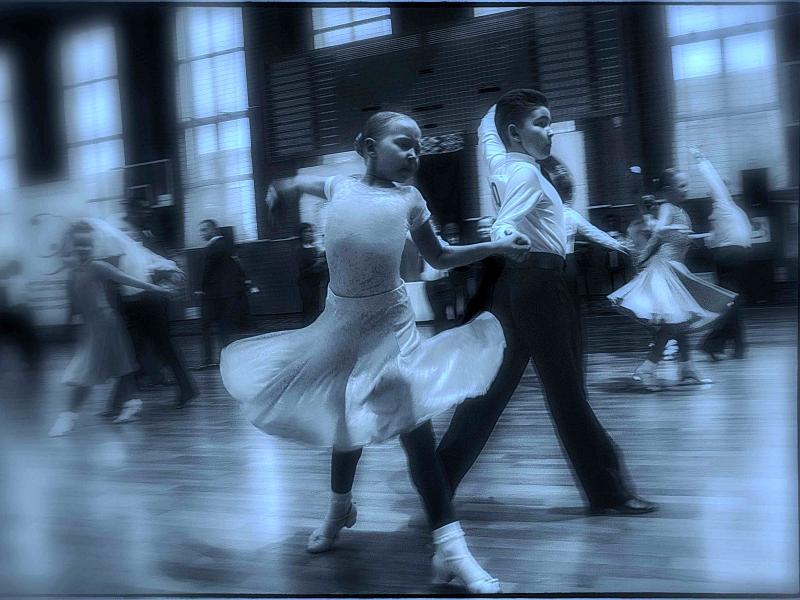 Танцуют М. Денисова и В. Михно