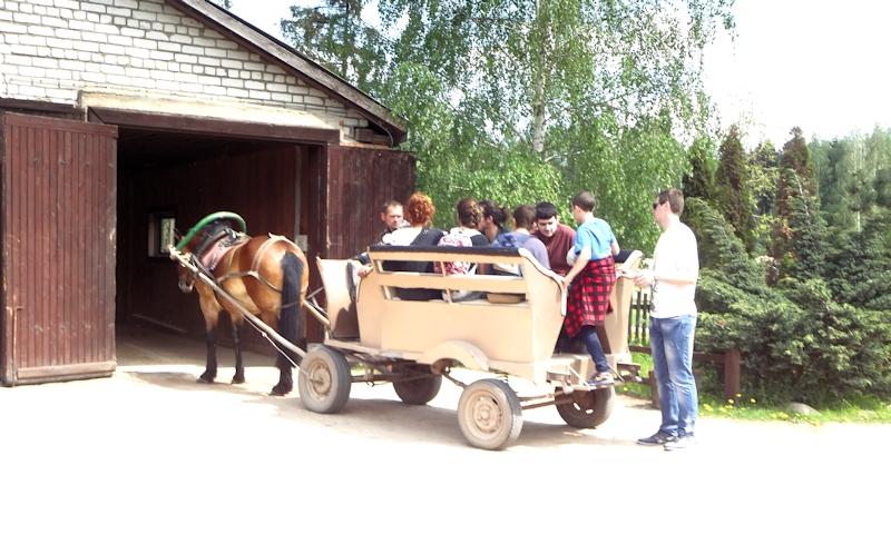 Дудутки - катание на лошадке
