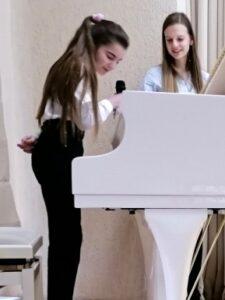 Участники конкурса Yellow piano